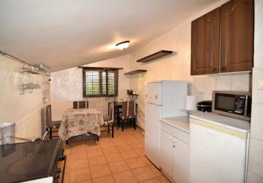 Flat in Petrovac with good view 700 m from sea