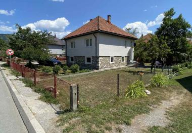 Land with house in center of Kolashin for building of hotel